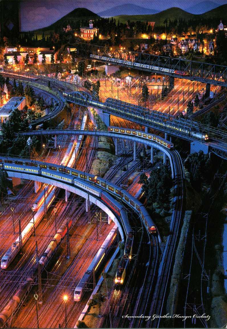 Modelleisenbahn Miniatur Wunderland Hamburg Nächtlicher Bahnverkehr in Hamburg