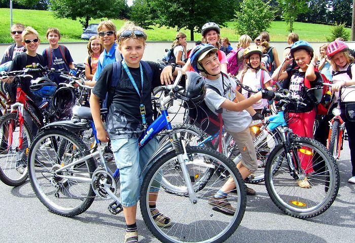 Kindern+Fahrrädern
