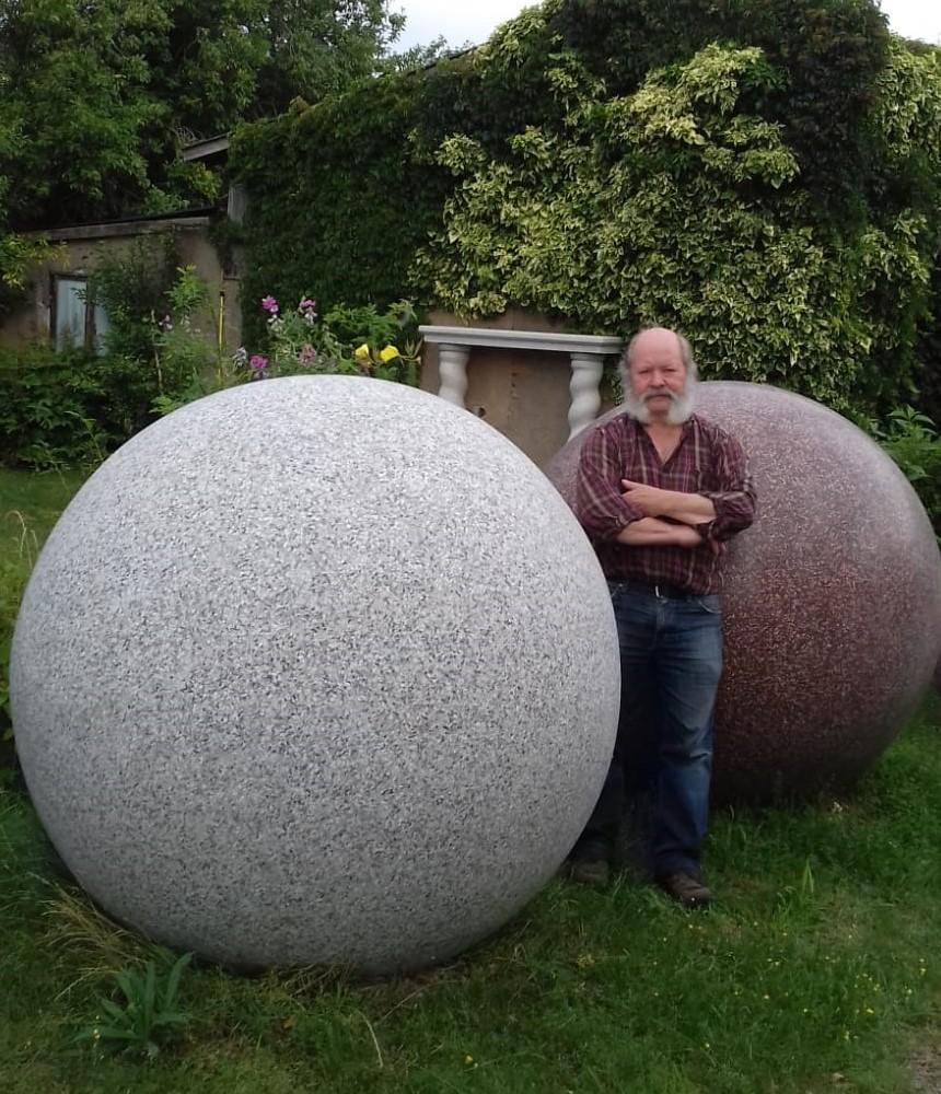 Terrazzokugeln   2020   Durchm.148 cm    Material: Terrazzo geschliffen