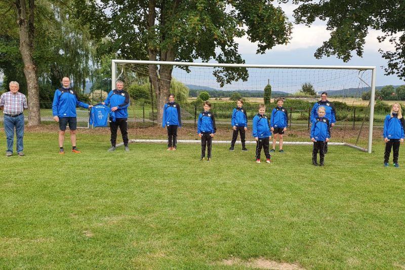 2020.07.26 SG Wesertal - Neue Trainingsanzüge für die D-Jugend