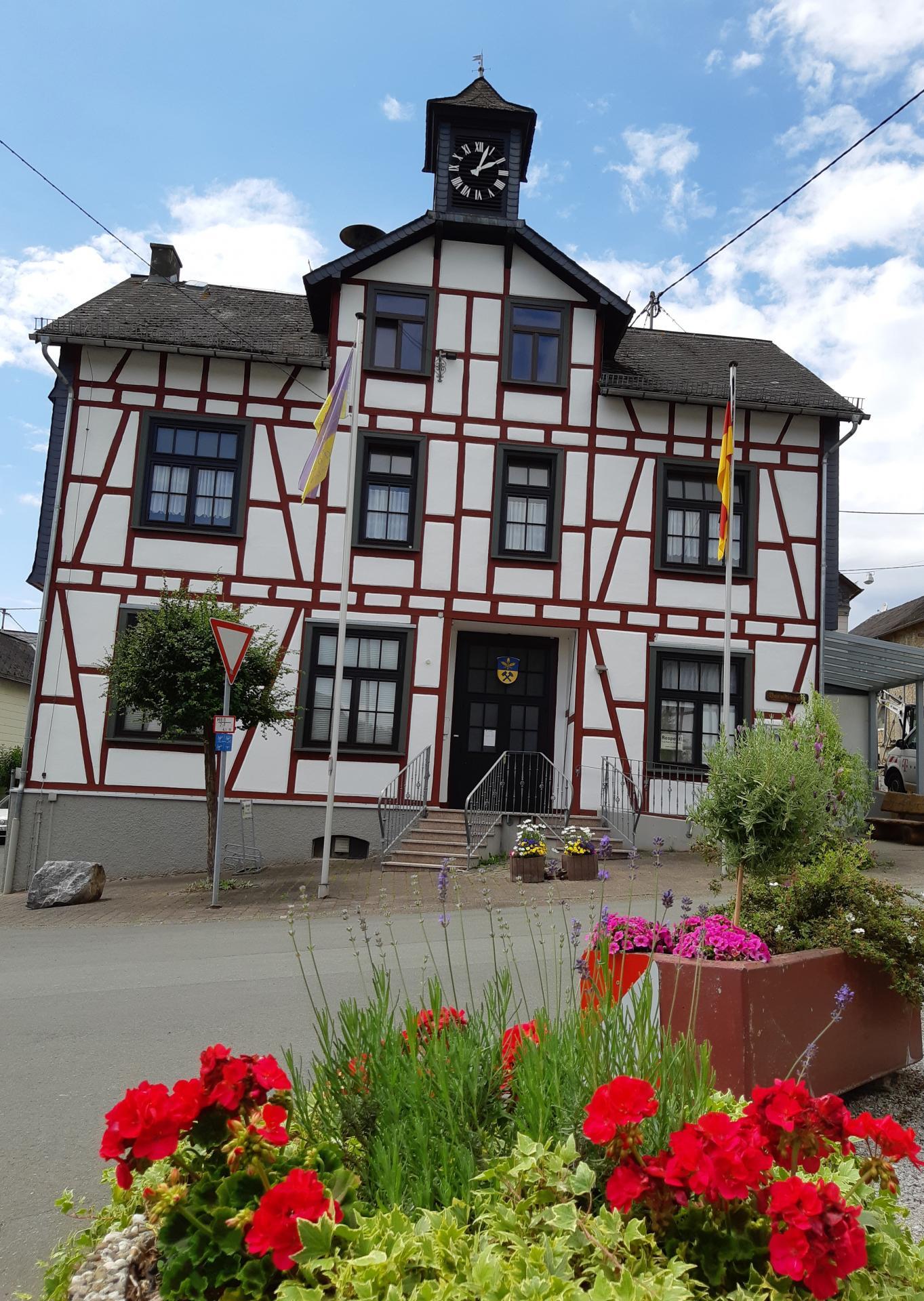 Dorfplatz im Sommer 2020