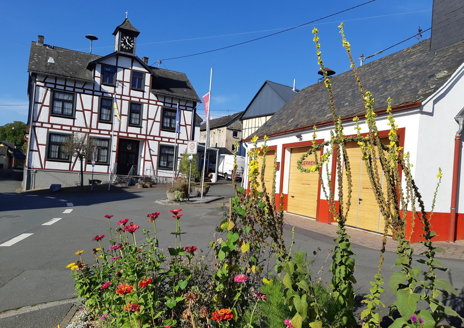Dorfplatz im Oktober 2021
