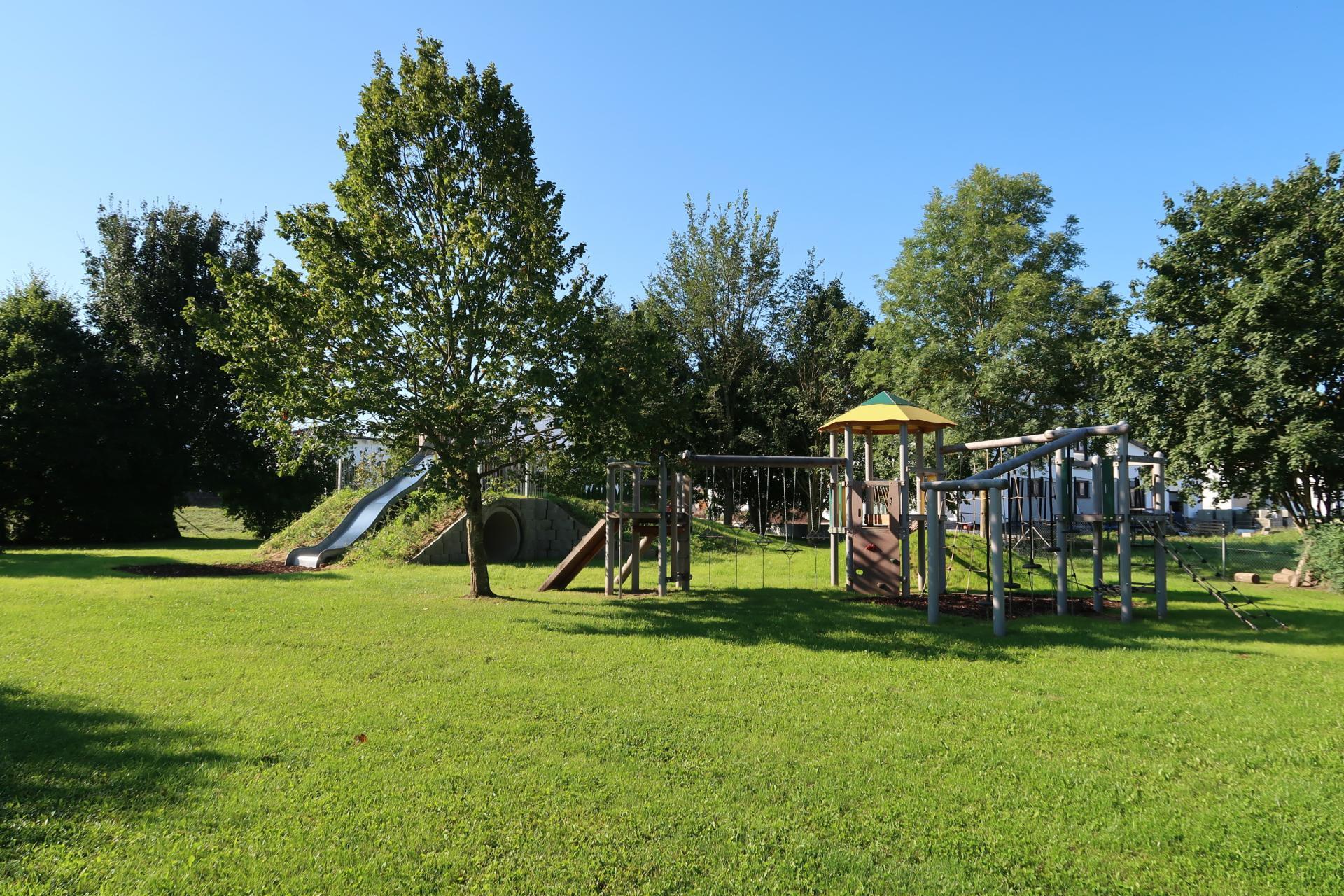 Spielgerätelandschaft Kindergarten Unterm Regenbogen