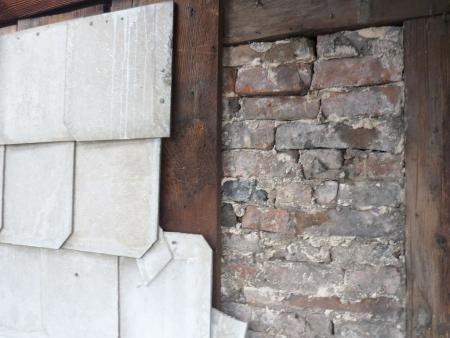 Abnahme des alten Aspestschiefers und sichtbares Fachwerk.2. Foto Heiko Haine 17.01.2014.jpg