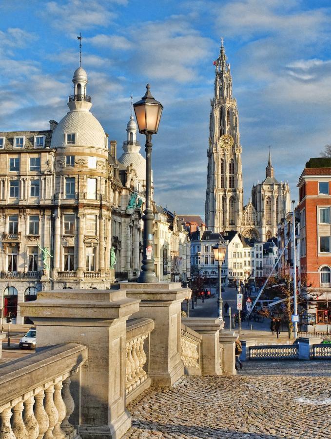 love around the world_Belgien_Antwerpen_Bild von Jules Grandgagnage auf Pixabay