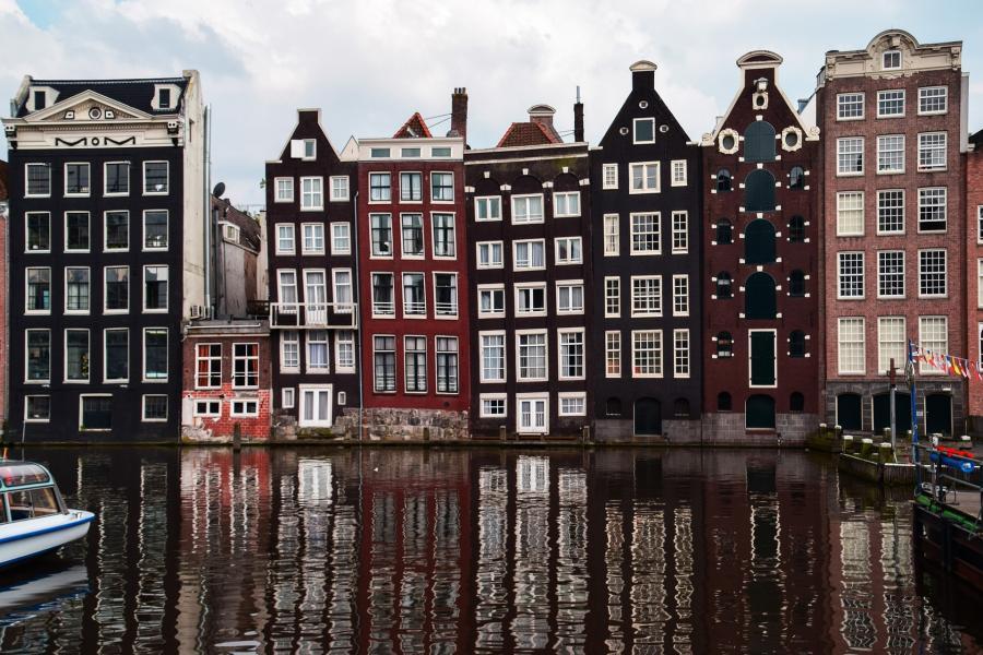 love around the world_Niederlande_Amsterdam_Bild von ERNESTO VELAZQUEZ auf Pixabay