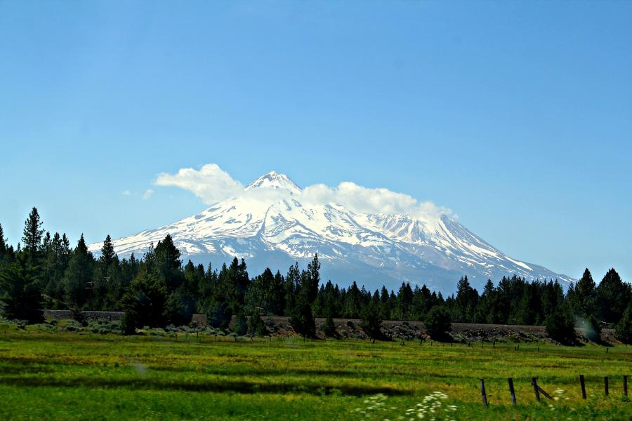 love around the world_USA_Kalifornien_Mount Shasta_Bild von White77 auf Pixabay