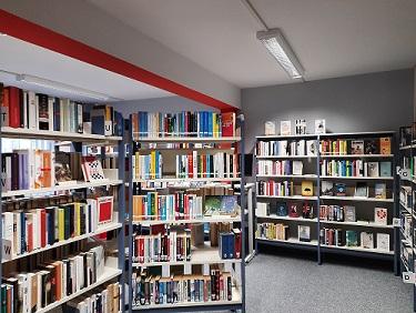 Bibliothek oben