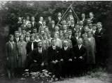 Fahnenweihe - im Bild: 1.R..v.l.: Johann Henrich 1. Vors., Emil Frings Chorleiter, Josef Jahn und Peter Müller
