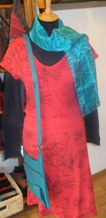 Anukoo - rotes Kleid.JPG