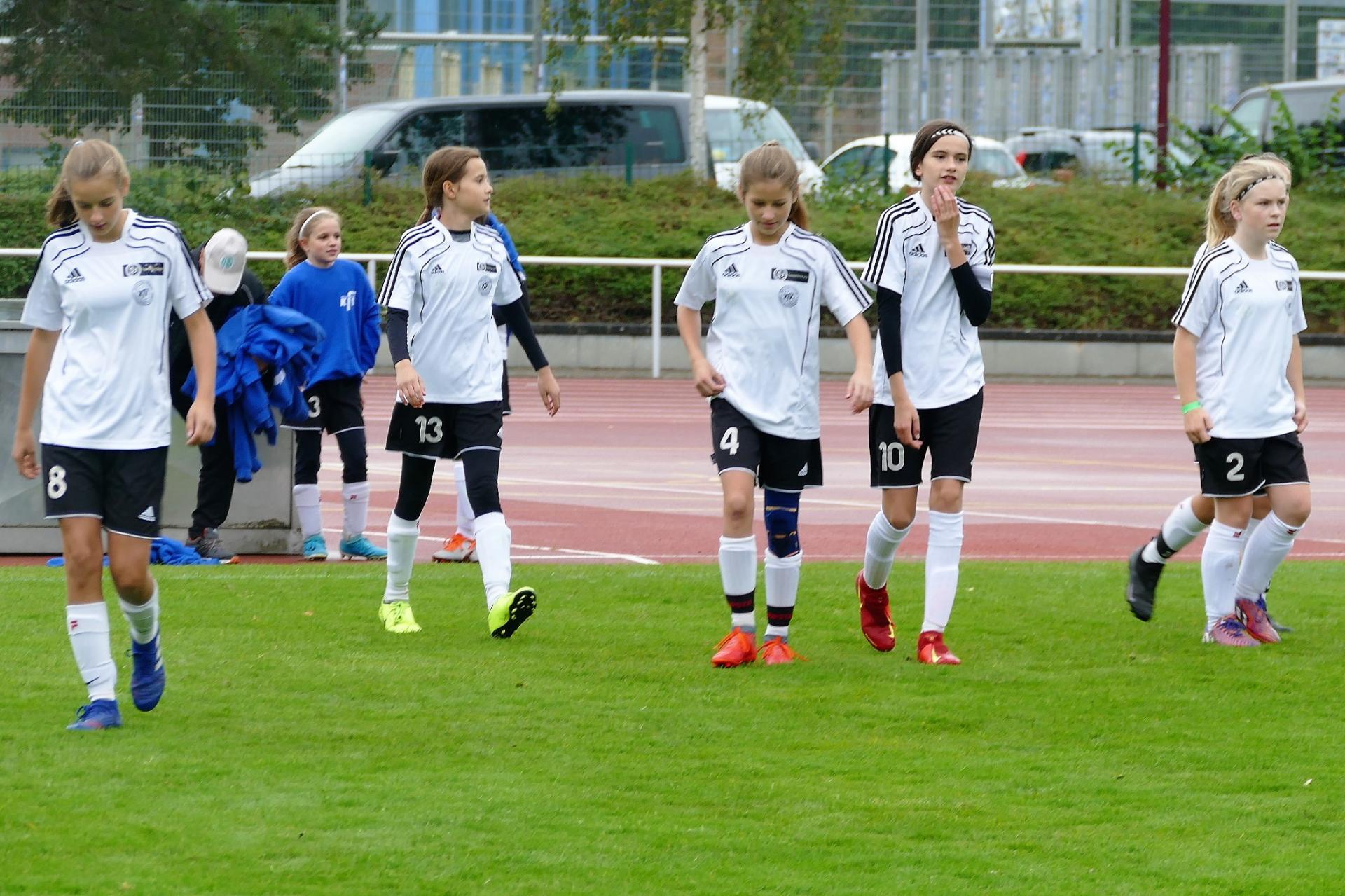 KAW D-Mädchen: v. l. Anni, Klara, Elena, Marie, Helena, Emma