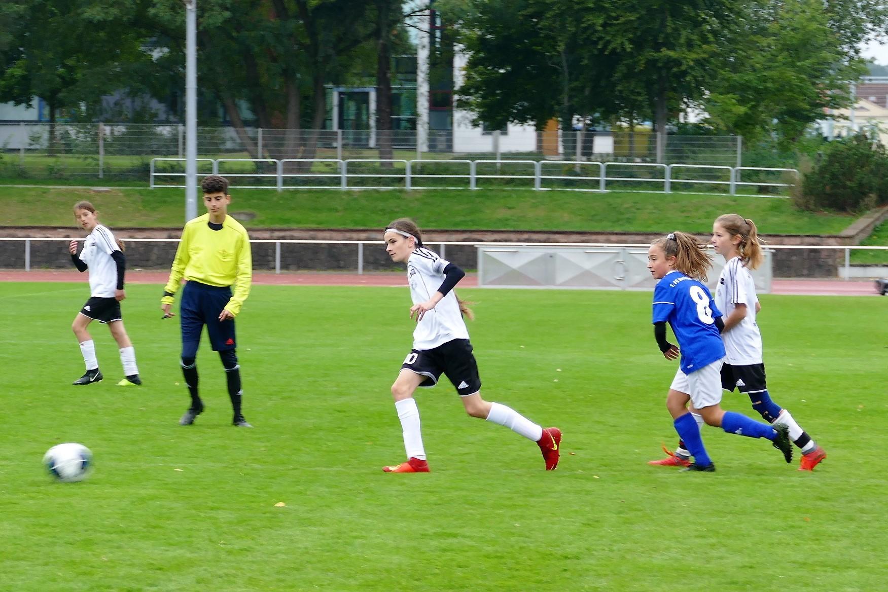 KAW D-Mädchen: Dorothea, Helene und Marie im Spiel gegen den 1. FC Neubrandenburg