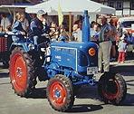 Ein Traktor in der Marktgemeinde Haunetal
