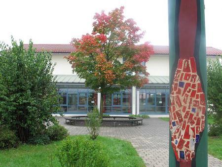 B 3- Neue Aula und Klassenzimmer.jpg