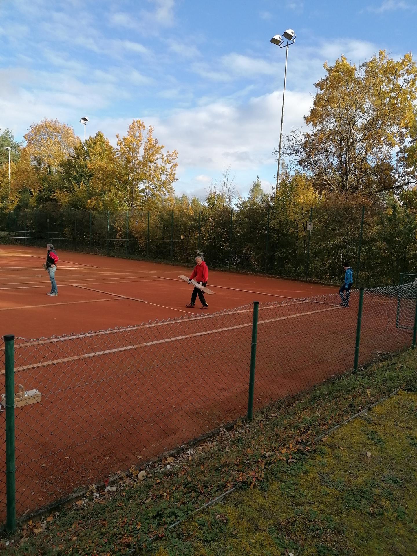 Einwintern der Tennisplätze