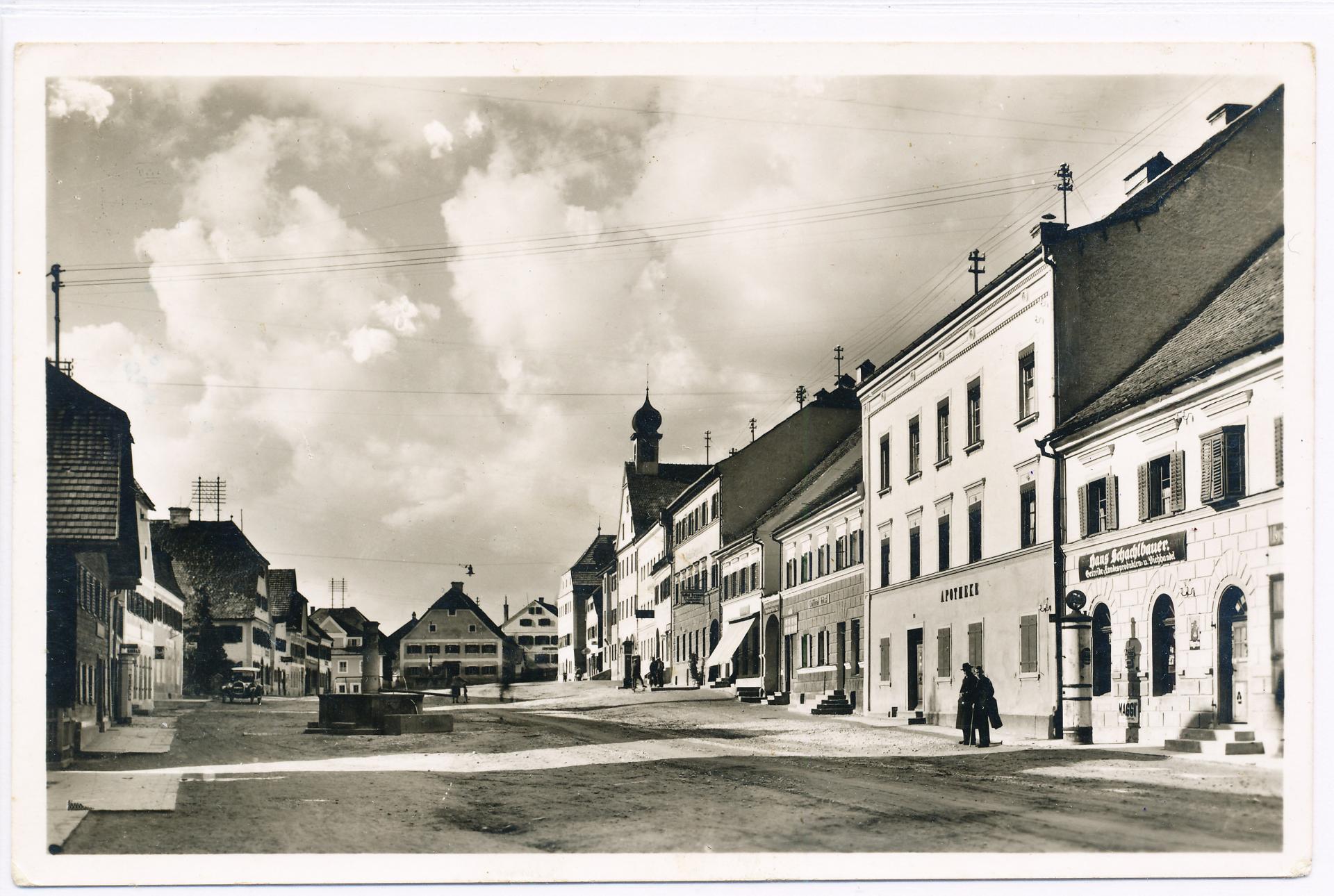Historische Ansicht des Ortenburger Marktplatzes um 1950
