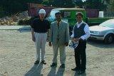 Besuch aus Indien auf der Baustelle