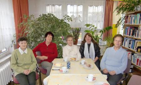 Seniorentreffs in der Bibliothek finden 14-tätig statt