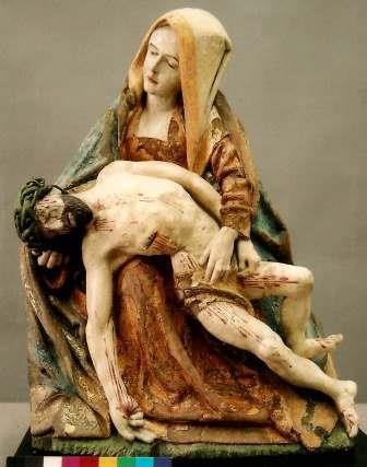 restauriertes Vesperbild (Pieta) über dem rechten Seitenaltar