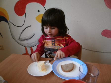 Brot schmieren 1.JPG