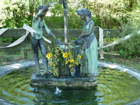 Leo und Lisa - Brunnen