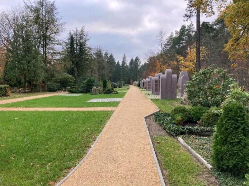 Band der Erinnerung - Neuer Friedhof, 2020 (Stadt Fürstenwalde/Spree, EdelProjekt GmbH)