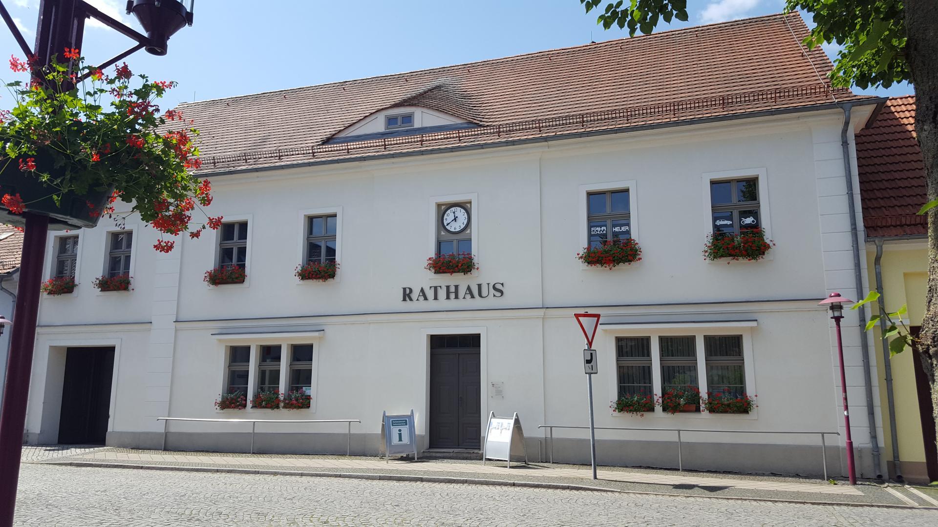 Rathaus mit Schlaubetal-Information