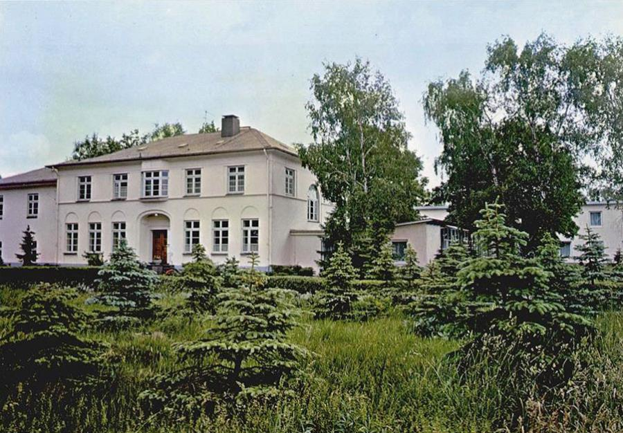 Das Herren- und spätere Haupthaus (Ansichtskarte, o.J.)