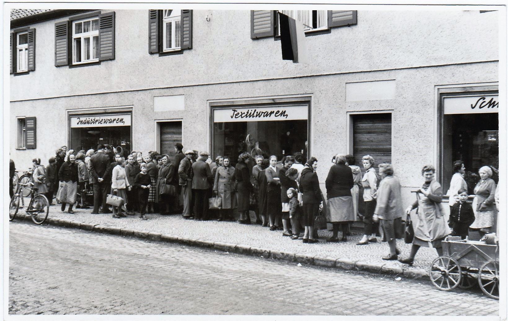Landwarenhaus in Rieder Leninstraße (Rathausstraße)