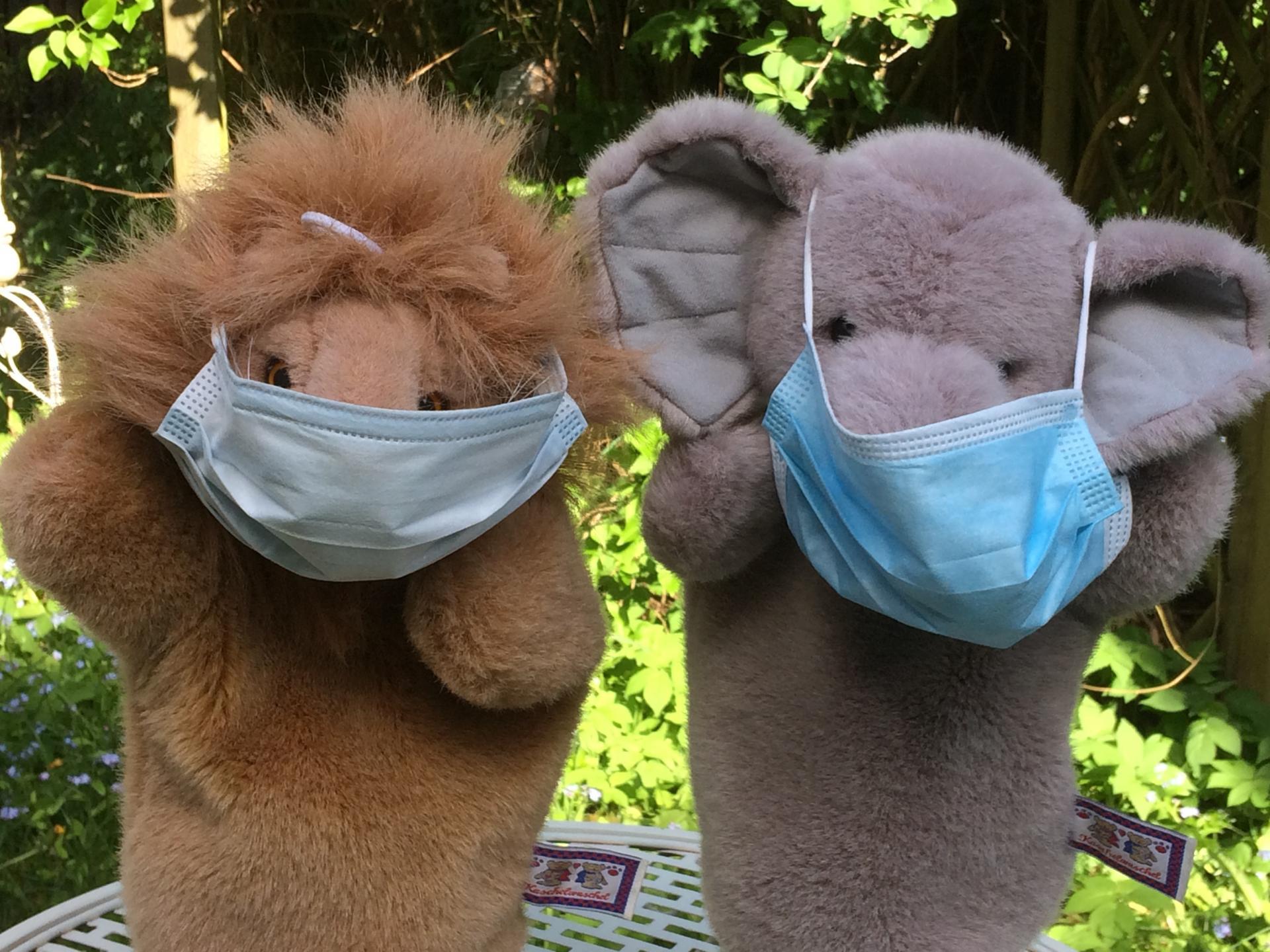 Ele und Leo mit Mundschutz