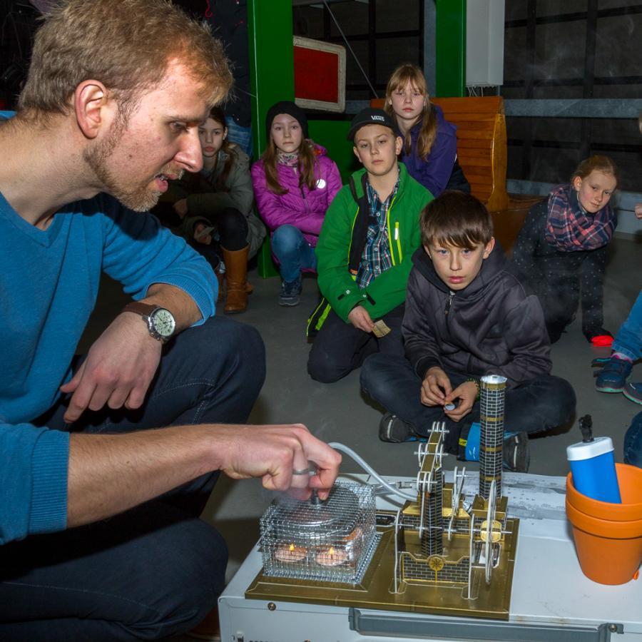 Experimente zur Dampfmaschine_Spreewald-Museum Lübbenau Foto- Peter Becker