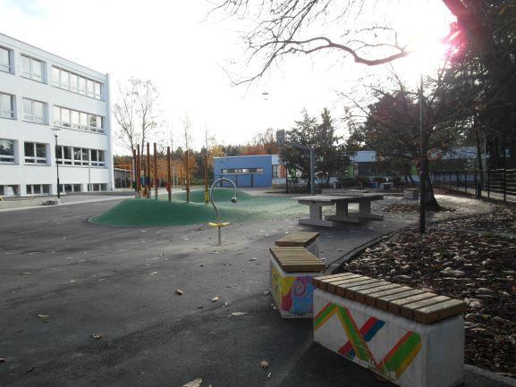 Pausenhof 1