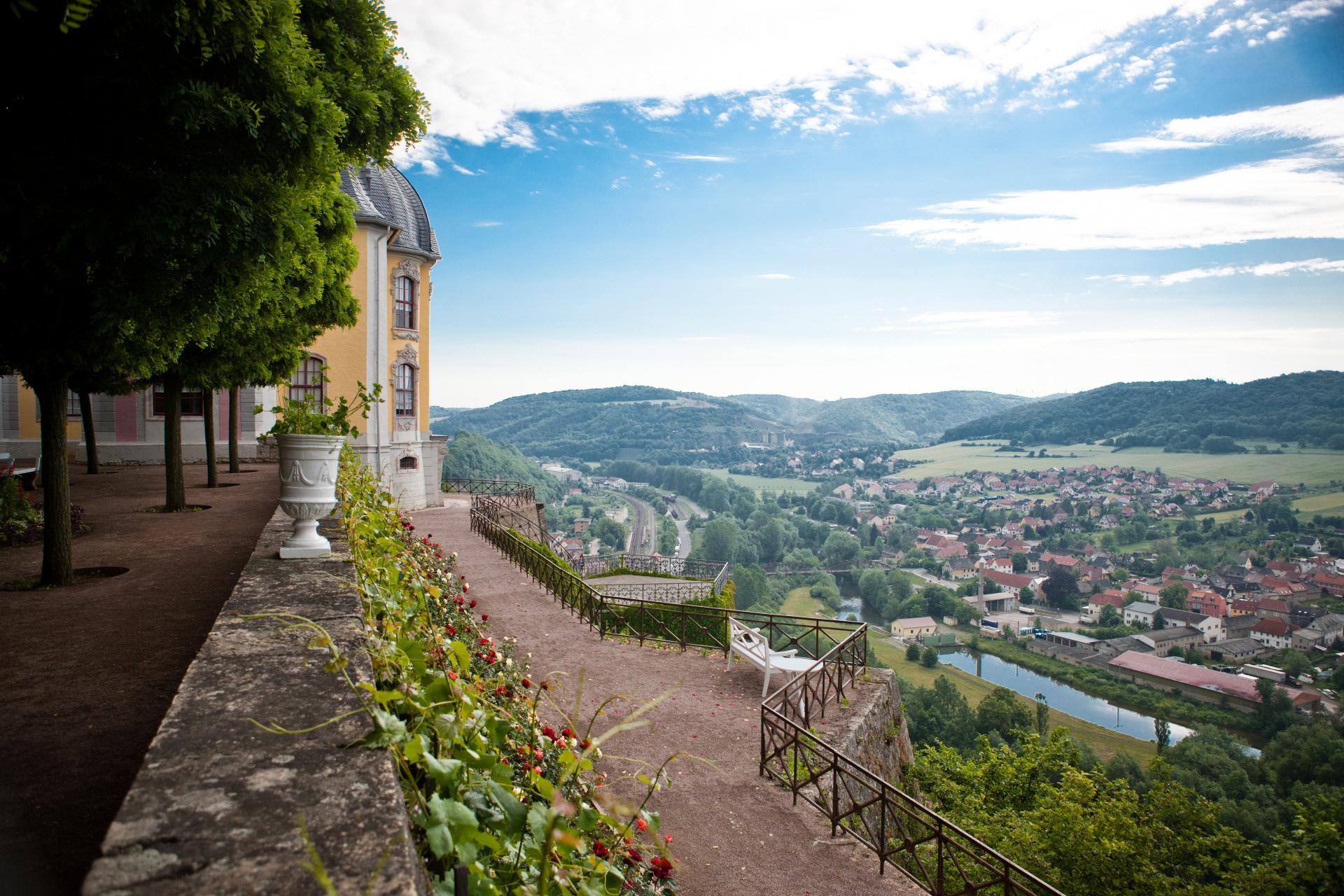 Neues Titelbild_Bild1_Aussicht auf das Saaletal vom Rokokoschloss 2_Foto_Jens Hauspurg_Quelle_ Saaleland