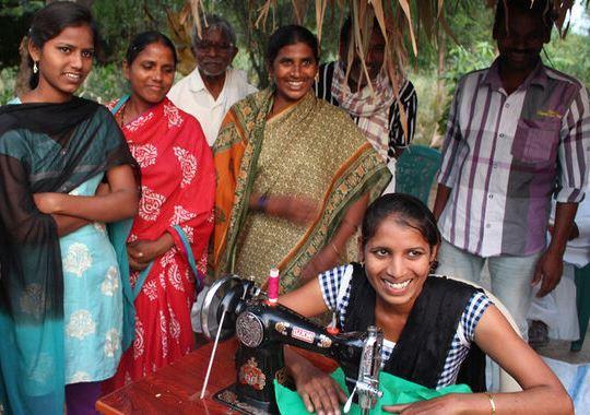 Nähmaschinen für Schneiderinnen in Sircilla