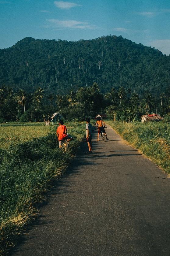 Kalimantan Dorf_reynardo-etenia-wongso-aVobOqyFjWI-unsplash_klein