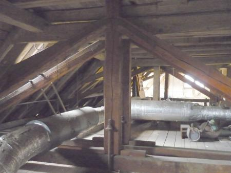 Dachboden Schloss vor Rückbau der Heizungsanlage 19.01.2014.1.jpg