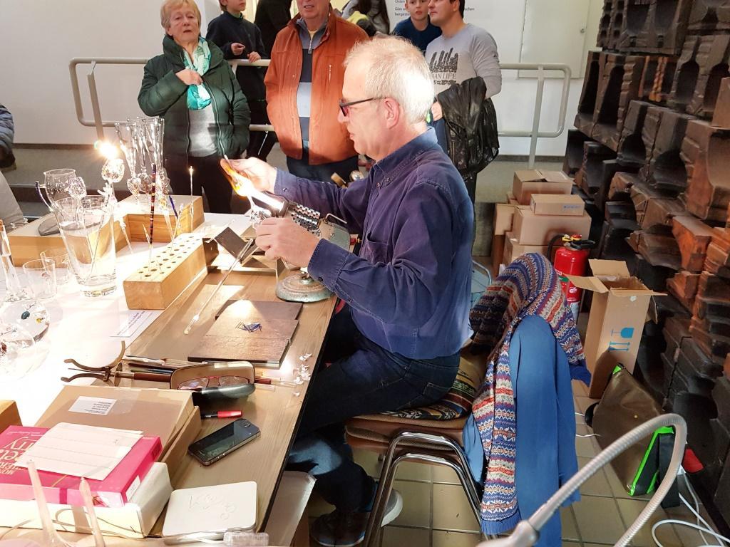 Frank Ballowitz beim Glasblasen