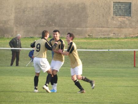 Richi, Ugur und Toppa freuen sich über das 2-0.