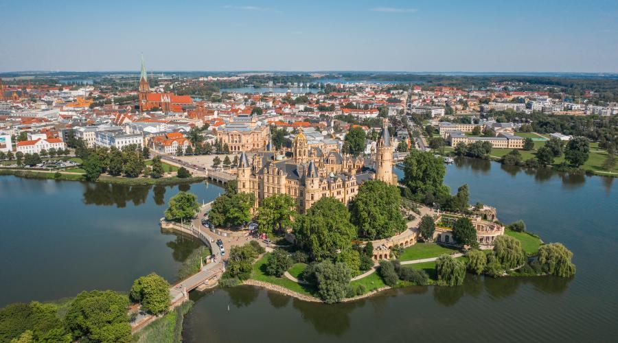 Schwerin als Landeshauptstadt mit seinem Schloss und den vielen anderen Sehenswürdigkeiten