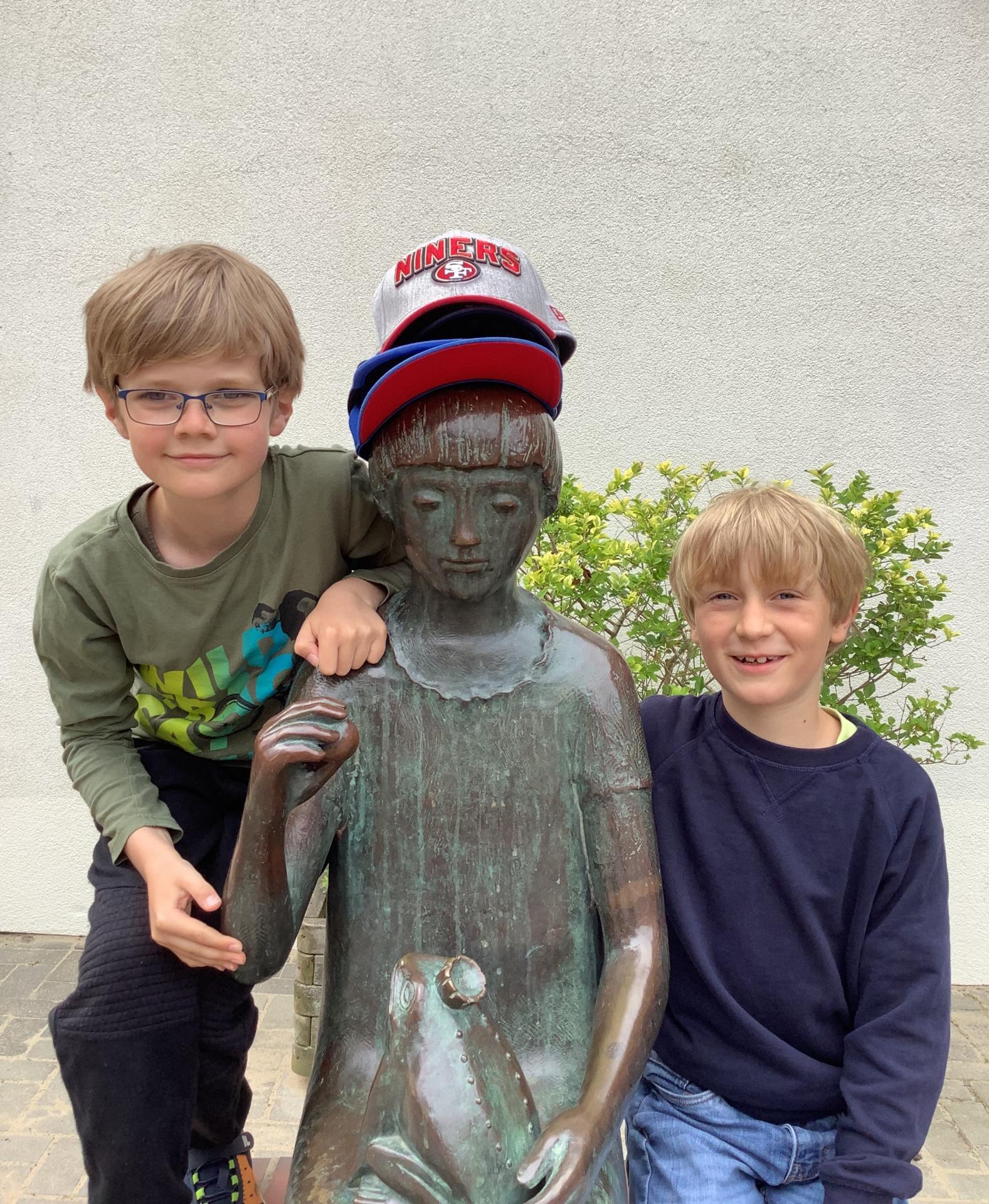 Käppi-Mädchen mit Michel und Bruno