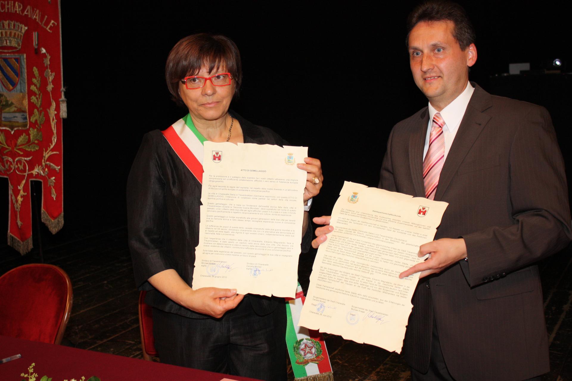 Chiaravalle_Unterzeichnung der Städtpartnerschaftsurkunde (Foto: Stadtverwaltung Treuenbrietzen)