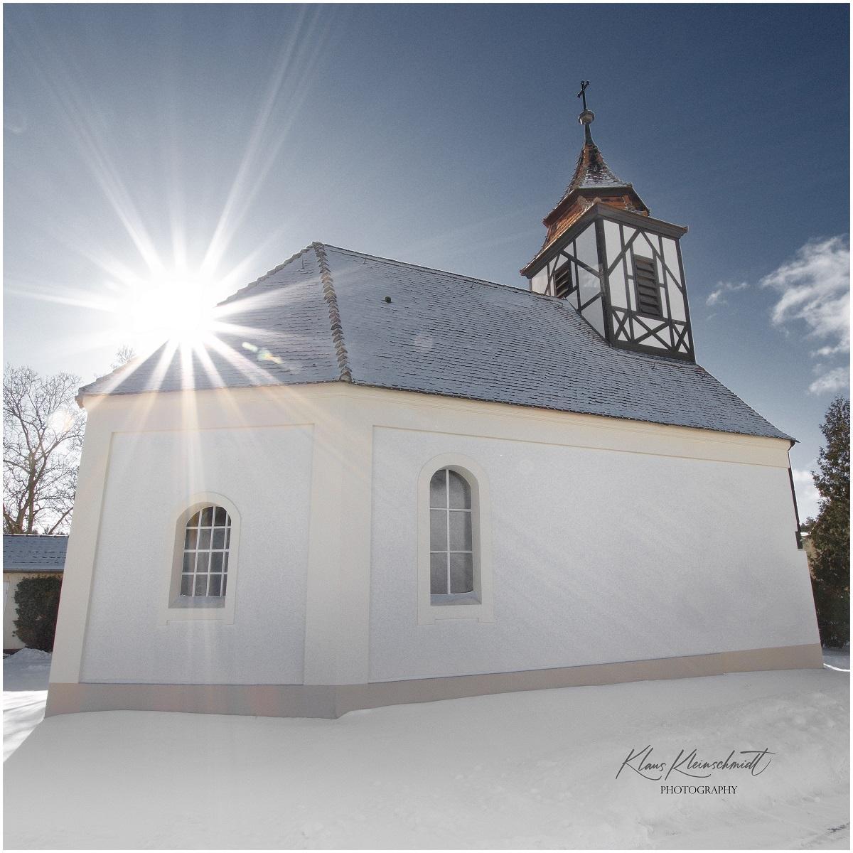 Kirche Klausdorf im Winter (Foto Klaus Kleinschmidt)