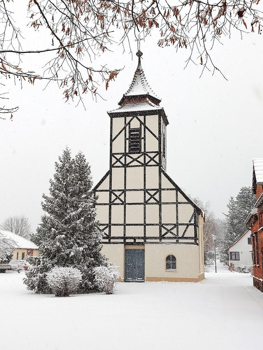 Klausdorfer Kirche im Winter (Foto: Stadtverwaltung Treuenbrietzen)