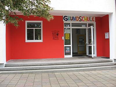 Eingangsbereich der Grundschule Prienbach