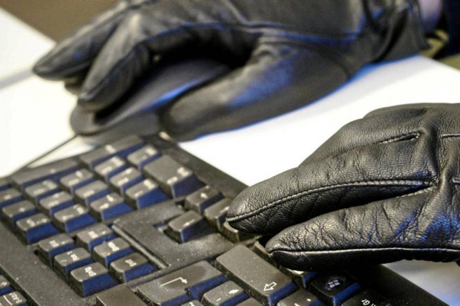 Handschuh und tastatur