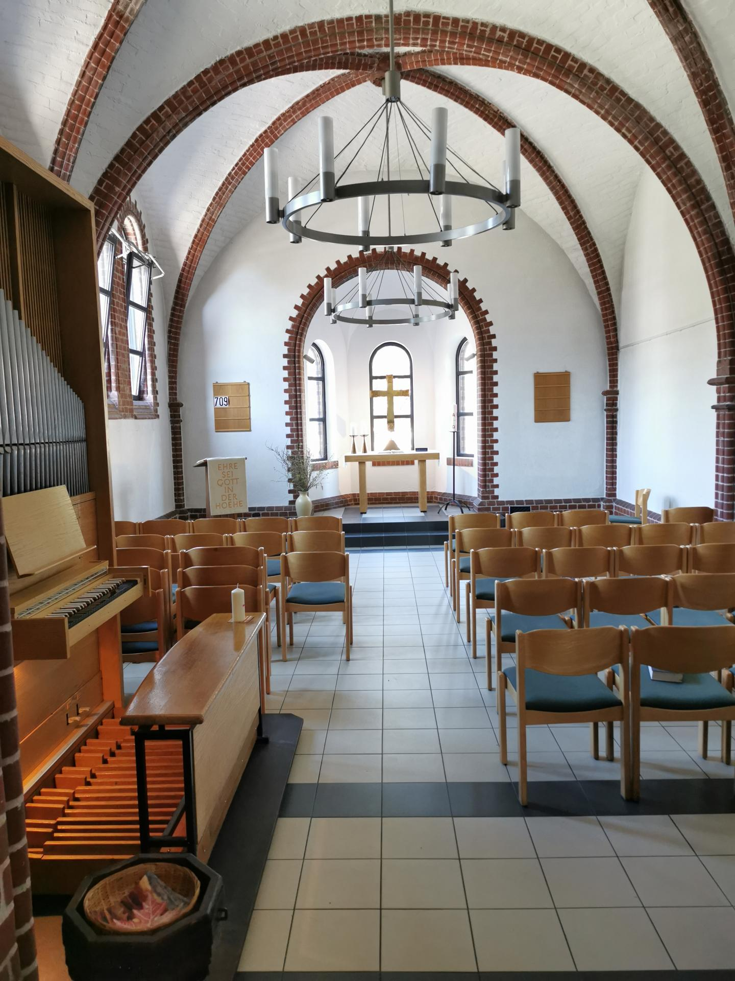 Die Winterkirche der Auferstehungskirche mit Orgel