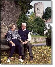 Ehepaar vor Turm