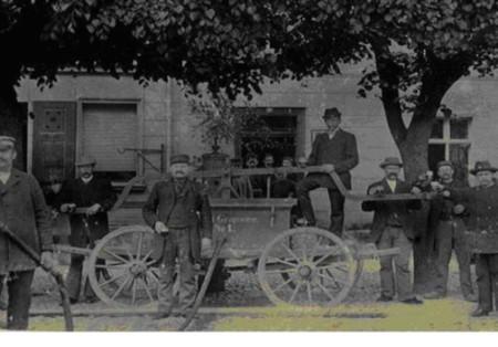 Ein Bild von der ersten Handdruckspritze in Gransee mit der Nr. 1.JPG