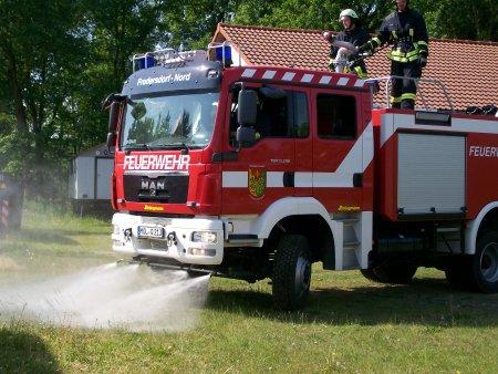 Einsatzfahrzeug der Feuerwehr.JPG