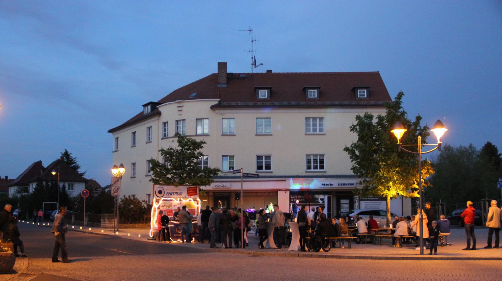 Bühne auf der Thälmannstraße am Sporthaus